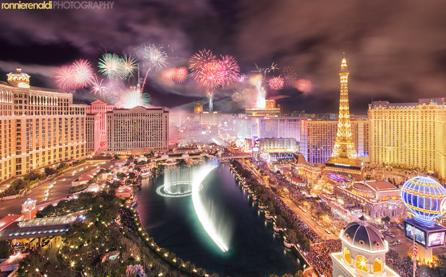 Vegas New Year's 2012 fireworks celebration by Ronnie Renaldi