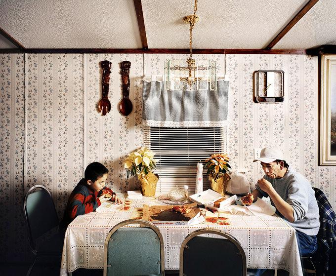 Family Meal bu Douglas Adesko