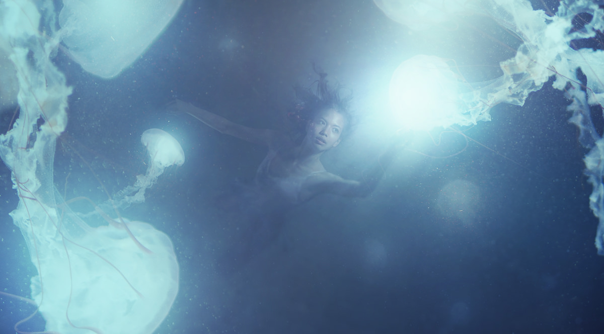 How to Create an Underwater Effect in Photoshop - PHLEARN