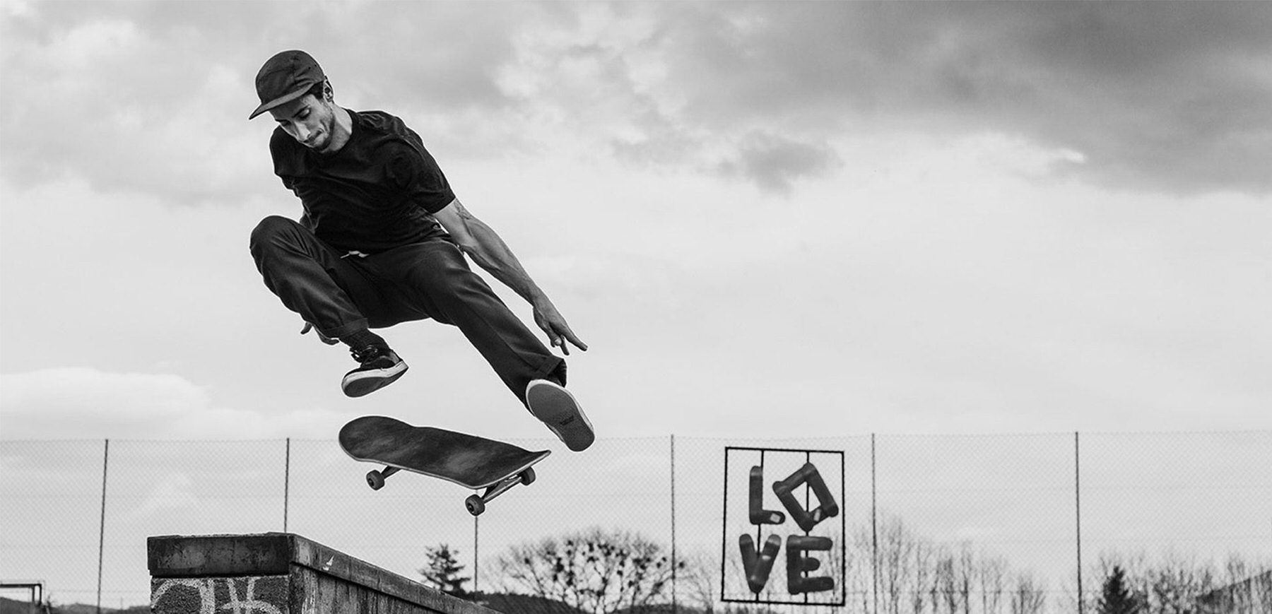 What Gear Does Skateboard & Lifestyle Photographer Leo Rosas Have in His Bag?